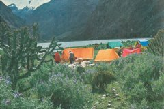 Základní tábor československé expedice Peru 1970 u jezer Llanganuco, foto: Vilém Heckel.