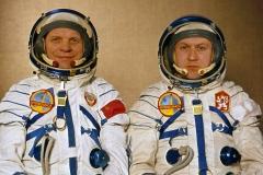 Vladimír Remek (vpravo) s Alexejem Gubarevem