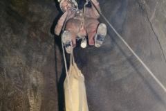 Sestup vertikálou -108 metrůl v hloubce 300 metrů.