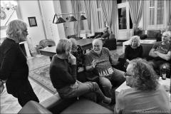 Vzpomínání se protáhlo do nočních hodin. Zpestřením byla i prezentace kniha Navždy první, kterou legendárním horolezcům promítli Martin Krejsa a Petr Piechowicz.