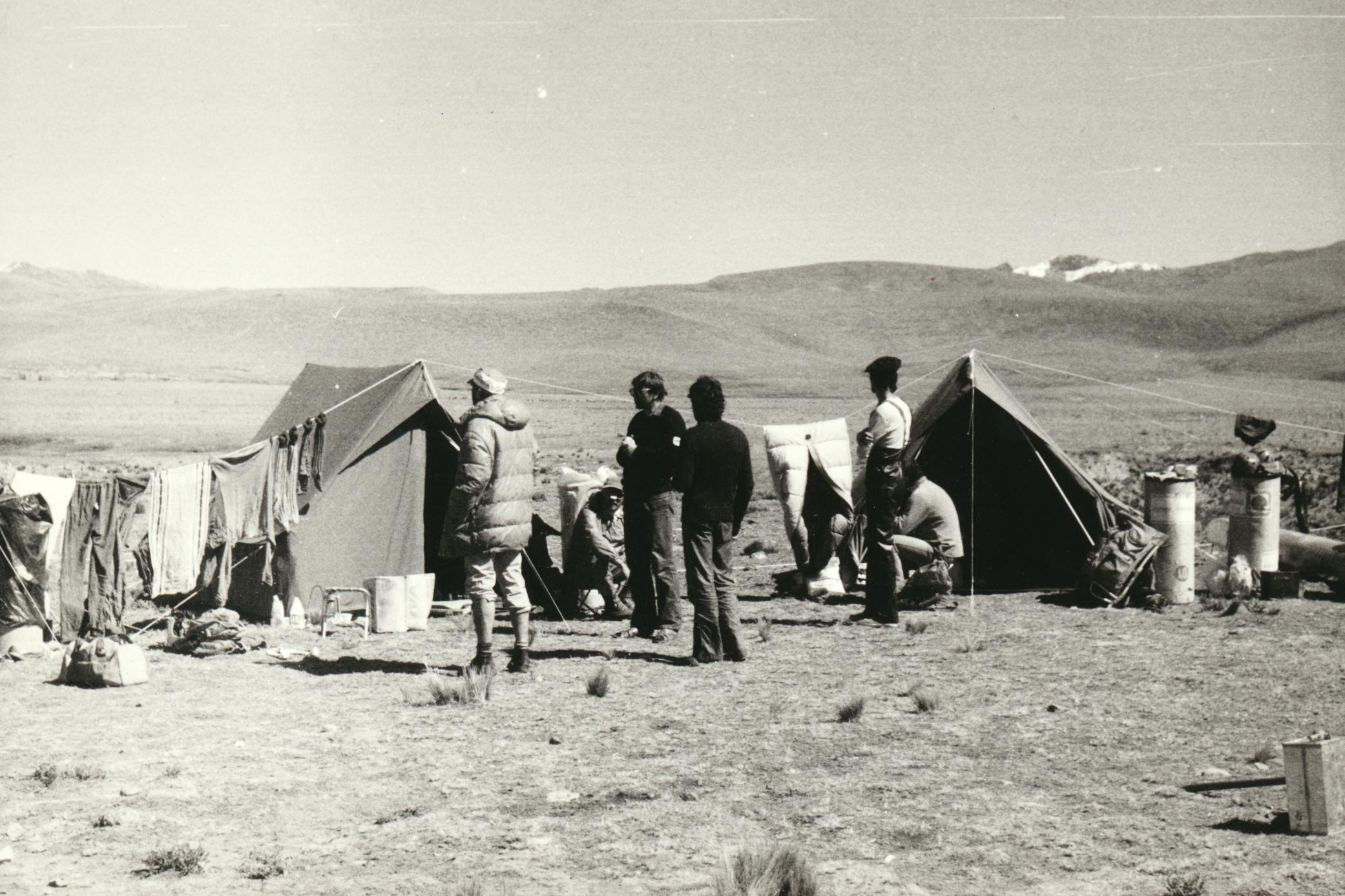 Základní tábor nedaleko vesnice Cailoma