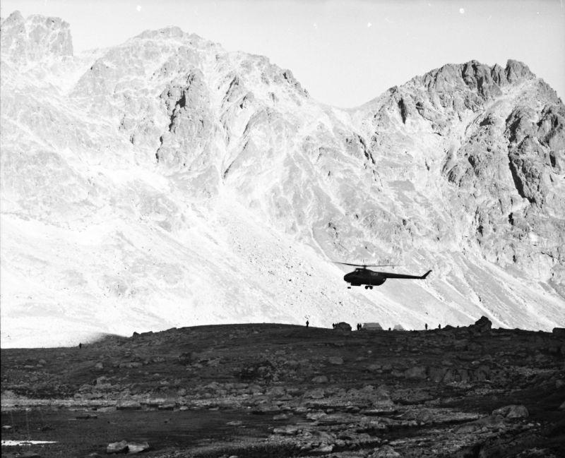 Vrtulník vyvážel každé ráno potápěče ze Starého Smokovce až na Hincovo pleso