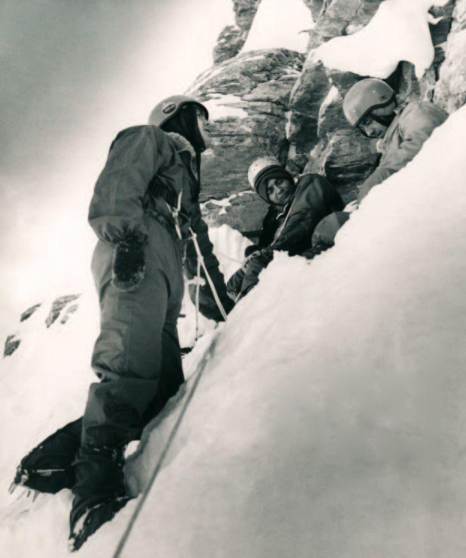 Jan Martínek, Pavel Koubek a Petr Gříbek při odpočinku ve stěně