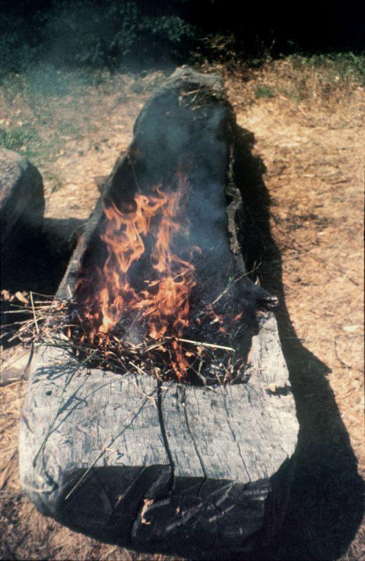 Monoxyl se vyráběl klasickým způsobem. Nejprve vypálit ohněm...
