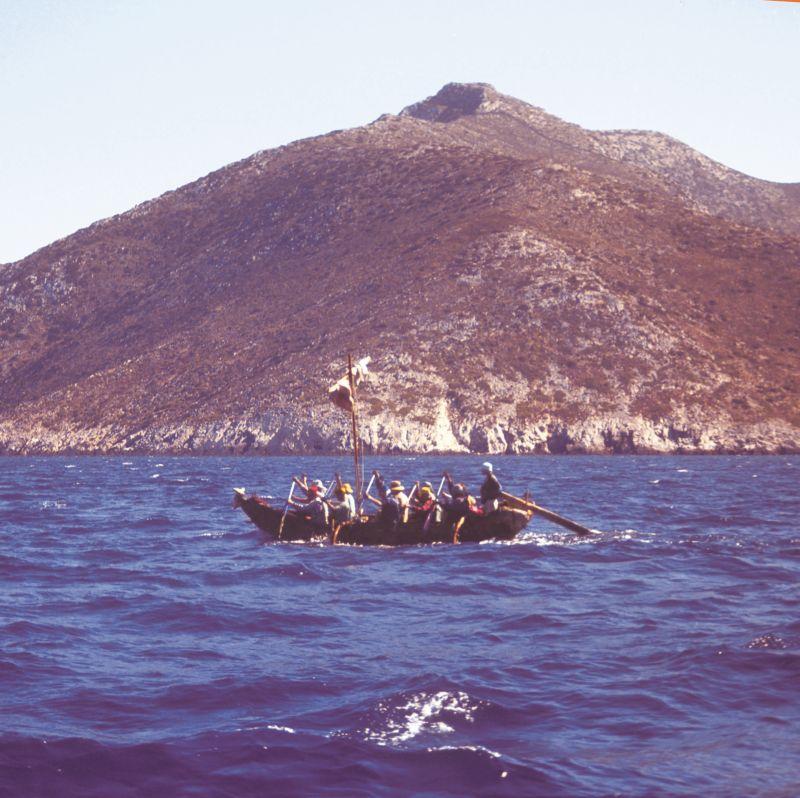 Monoxyl na své plavbě Středozemním mořem