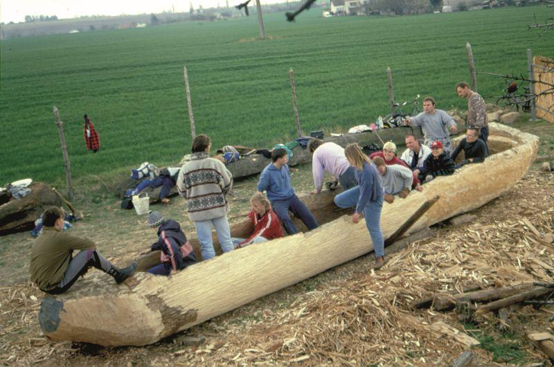 Loď byla vyráběna v archeoparku ve Všestarech.