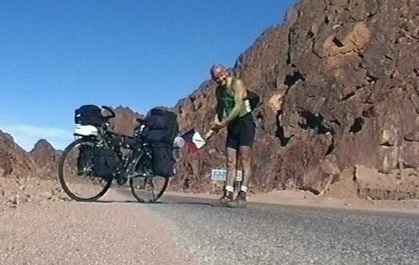 Dokument o cestě kolem světa na kole